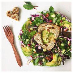 Im Frühling setzen wir auf leichte frische Gerichte wie diesen tollen Salat von @happyngood ! #healthy #dinnerinspiration