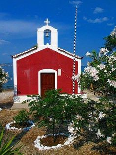 Small church on the seaside in Spetses island, Greece Religious Architecture, Historical Monuments, Countries To Visit, Small Places, Chapelle, Place Of Worship, Cool Photos, Amazing Photos, Greek Islands
