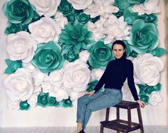 Telón de fondo centro de mesa boda gigantes de papel flores