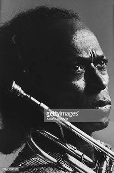 Miles Davis Jazz Artists, Jazz Musicians, Music Artists, Miles Davis, Kind Of Blue, Greys Anatomy Memes, Billie Holiday, Walter White, Movie Mistakes