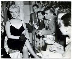 MARILYN MONROE ORIGINAL VINTAGE 1957 PHOTO PRINCE AND SHOWGIRL PRESS CONFERENCE in Entertainment Memorabilia, Collectibles | eBay
