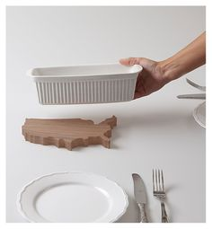 """Topfuntersetzer """"LAND UNTER"""" (USA). Die Topfuntersetzer in Form unterschiedlicher Länder kündigen jeden Tag aufs Neue an was es zu essen gibt. Gibt es Spaghetti kommt Italien auf den Tisch, bei Bratwürsten - Deutschland und, und, und... Bei einem kleinen Topf werden die Inseln nah an das Land gerückt und bei einem großen Topf weiter entfernt. Natürlich abhängig vom jeweiligen Land! - Erhältlich bei: http://shop.hokohoko.com"""