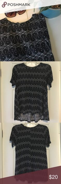Patterned Blouse This patterned blouse is perfect for any kind of day! It comes in a size x-small and is 100% viscose. The pattern has dark green, white, and black which is kind of hard to see in the pictures. The top is still in good condition! Let me know if you're interested! H&M Tops Blouses