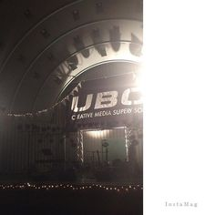 UBC-jam vol.30  早稲田OGの土岐麻子さん 20年越しの夢が叶ったと✨ ・ お初の土岐さんでしたが 学生主催のイベントなので ステージ前は彼ら独特のノリ♫ 土岐さんが「解散コンサートのよう」と仰ってました(笑) ・ giは弓木ちゃん(声が可愛いすぎ)♡ keyはシュンスケさん♪ お二人の音も素敵✨ ・ 土岐さんの澄んだファルセット♡ ・ 知ってる曲ばかりで とても楽しめました^ ^ ・ 1500円なんて💰 いいのかしら^^; * * * #ubcjam #土岐麻子 #渡辺シュンスケ #弓木英梨乃 #ライブ #上野恩賜公園水上音楽堂  #その前のラップグループとかおばさん訳わからなかった