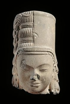 Head of Harihara. Early 7th century. Southern Cambodia. Sandstone.   http://www.metmuseum.org/exhibitions/view?exhibitionId=%7b9A312299-72C2-49CD-9AFC-DE56BDFCF6BD%7d&oid=77665&pg=4&rpp=20&pos=77&ft=*