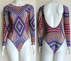 body-mangas-longas-estampa-geométrica-tribal-decote-costa-tecido-fresco-comprar