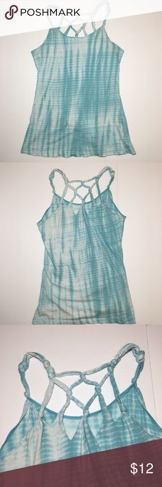 """Forever 21 Blue White Knotted Tie Dye Tank Top Forever 21 Blue White Knotted Tie Dye Tank Top Gently used, no flaws.  Measurements are taken flat: Armpit to armpit: 15"""" Length: 19"""" Forever 21 Tops Tank Tops"""