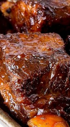 Braised BBQ Short Ribs - these ribs have an amazingly tender interior with a wonderful crispy exterior. Really flavorful and delicious! Bbq Short Ribs, Braised Short Ribs, Rib Recipes, Dinner Recipes, Cooking Recipes, Smoker Recipes, Cooking Tips, Sunday Recipes, Recipies