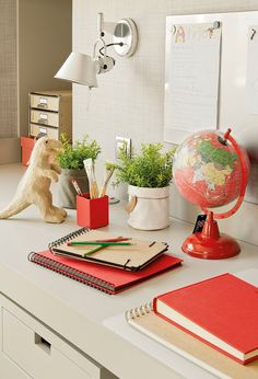 Un cuarto que crece con ellos Floating Nightstand, Chalk Paint, Playroom, Back To School, Table Decorations, Painting, Furniture, Magdalena, Blog