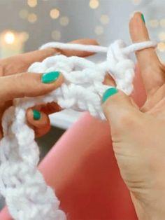 Fingerstricken: So entsteht ein XXL-Schal ohne Stricknadeln