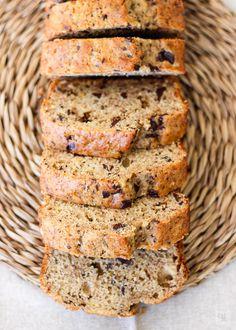 Bizcocho de plátano y chocolate Tapas, Plantain Recipes, Healthy Snacks, Healthy Recipes, How To Make Bread, Bread Making, Dessert Recipes, Desserts, Chocolate Recipes