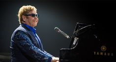 "Elton John em clima de festa com ""Wonderful Crazy Night"""