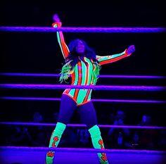 Naomi is Glowing Black Wrestlers, Wwe Female Wrestlers, Naomi Wwe, Trinity Fatu, Wwe Couples, Wwe Girls, Wrestling Divas, Wwe Womens, Wwe Superstars