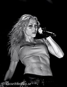 Angela Gossow has killer abs!