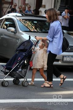 "NYC 09/13/09 Sofia Coppola and daughter Romy Mars (2 1/2 years old) with Stephen Dorff (who stars in Sofia's new movie ""Somewhere"") shopping in SOHO. After Stephen left, Sophia had trouble getting Romy to hold her hand while crossing the street Digital Photo by Adam Nemser-PHOTOlink.net"