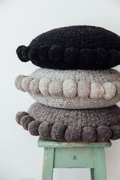 Size: ø Fibre: Argentinian sheep's wool Construction: Hand woven, traditional flat weave, medium thread, feather insert Handwoven by artisans from the sam Bordados E Cia, Stool Covers, Knitted Cushions, Crochet Home Decor, Yarn Bombing, Crochet Pillow, Soft Furnishings, Cushion Covers, Linen Bedding