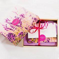 """DE: Habt ihr schon meinen gestrigen Blogpost zur Schön für mich Box von @mein_rossmann gesehen?  Was enthalten ist und wie ich sie finde erfahrt ihr dort   EN: Did you see yesterdays blogpost about the """"Schön für mich"""" Box?  You will get to see the products and if I like them there   #sfmbox #rossmann #boxenwahnsinn #abobox"""