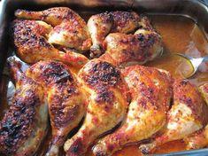 Szinte magától elkészül, alig van vele dolog, mégis nagyon ízletes és tápláló! Hozzávalók: 8 csirkecomb 8 gerezd fokhagyma 3 evőkanál paradicsomszósz 1 dl száraz fehérbor 0,5 dl olívaolaj fél teáskanál őrölt csili csipetnyi fehér...