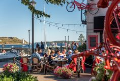Use the Official Halifax Highlights Visitor Guide plan your trip to Halifax! Find local tips, things to do and inspiration to experience the best of Halifax. Dartmouth Nova Scotia, Voyage Canada, Historic Properties, New Brunswick, Free Things To Do, Spring Garden, Long Weekend, Oh The Places You'll Go, Where To Go