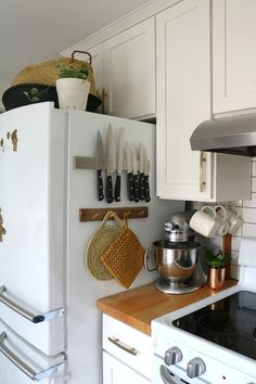 Favorite Kitchen Items- Where to get for Best Prices - Kitchen redo - Kitchen Tools Kitchen Appliance Storage, Small Kitchen Organization, Small Kitchen Storage, Small Kitchen Appliances, Kitchen Items, Cool Kitchens, Kitchen Tools, Small Kitchens, Kitchen Prices