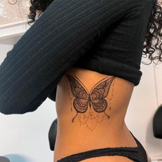 Cute Tattoos For Women, Black Girls With Tattoos, Hip Tattoos Women, Black Tattoos, Side Hip Tattoos, Rib Tattoos For Girls, Side Thigh Tattoos Women, Strong Tattoos, Family Tattoos