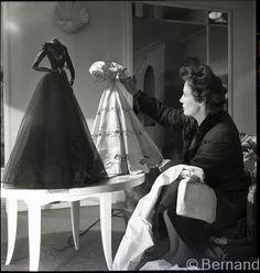 Fashion Mannequin, Fashion Dolls, Fashion Art, Vintage Fashion, Fashion Design, Fashion History, Jacques Fath, Dior Paris, Minimalist Fashion Women