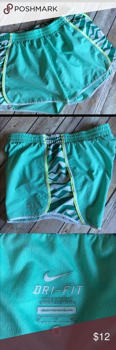 Nike Sherbet Green Running Shorts Fit Dry Gym S Nike Green Running Shorts Fit Dry Gym S Nike Shorts