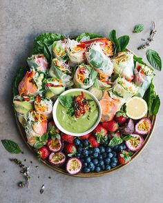 Fresh rice paper rolls filled with carrot & zucchini zoodles, vermicelli noodles, capsicum, avocado, mint, coriander & Thai basil. Served with a clean green Thai basil dipping sauce @thebarefoothousewife