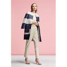 Escolha um outfit simples e sobressaia com um casaco elegante. #Síntesis #Moda