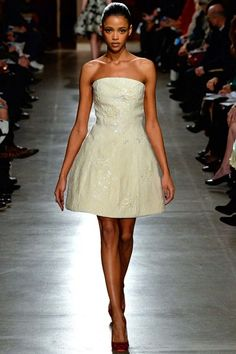 See the complete Oscar de la Renta Fall 2015 Ready-to-Wear collection.