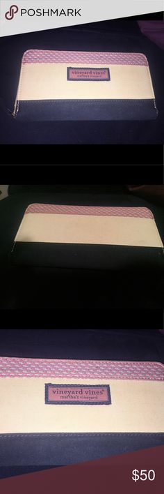 Vineyard Vines wallet Vineyard Vines canvas wallet. Only used a few times - great condition! Vineyard Vines Bags Wallets