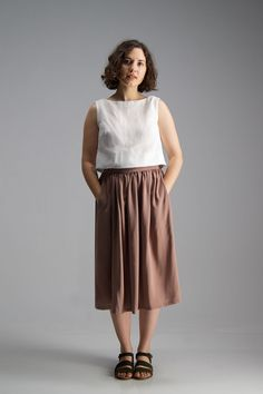 Buy the Amy Skirt sewing pattern from Afternoon Patterns, it's the ultimate waist-hugging midi-skirt sewing pattern featuring a gathered waist. Beginner Sewing Patterns, Skirt Patterns Sewing, Sewing Blogs, Sewing For Beginners, Skirt Sewing, Sewing Projects, Sewing Tips, Pattern Sewing, Clothes Patterns
