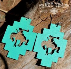 Turquoise Jewelry Outfit Bucking Horse Turquoise Earrings - Turquoise bucking horse earrings from Crazy Train. Made of wood for durability and lightweight. Wood Earrings, Leather Earrings, Leather Jewelry, Diy Earrings, Leather Bracelets, Rodeo Cowgirl, Cowgirl Bling, Gypsy Cowgirl, Bling Bling