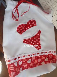 By Rosana Remor. Artes da Rô: COSTURICES. Fiz este porta-lingerie para uma amiga dar de presente para a sogra. Eu amei fazer! Achei tão fofinho!