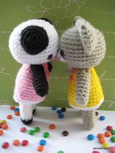 free amigurumi crochet patterns by jennyandteddy: Free amigurumi pattern two little teddy bears Amanda and Annie