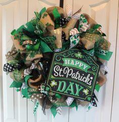 St. Patrick's Day Burlap Wreath . St. Patrick's Day Decoration.  Rustic St. Patrick's Day Decor.  Green Shamrock wreath.  Leprechaun wreath by MadyBellaDesigns on Etsy