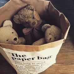 Une façon de garder discrètement... un bout de leur enfance dans la maison... #thepaperbag #lesacenpapier #nounours #LouiseMansen #Maisonsdumonde by du.bout.du.monde