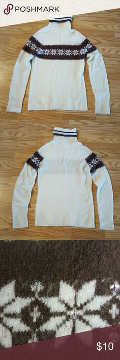 Women's Arizona Jeans Turtleneck Sweater Turtleneck Sweater is in great condition, worn a few times!! It's got a super cute snowflake stripped patern across the front and upper arms with sequence for some extra sparkle;) Arizona Jean Company Sweaters Cowl & Turtlenecks