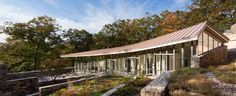 weiss / manfredi sets residence in tuxedo park as a sequence of terraced levels