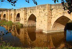 """La Sonsierra es una zona de la Comarca de la Rioja Alta que quiere decir """"bajo la sierra"""" y es límite provincial con Álava"""