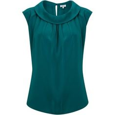 Trendy Sewing Tops For Women Boat Neck Blouse Styles, Blouse Designs, Shorts E Blusas, Boat Neck Tops, Casual Outfits, Fashion Outfits, Vogue Fashion, Shirt Blouses, Shirts