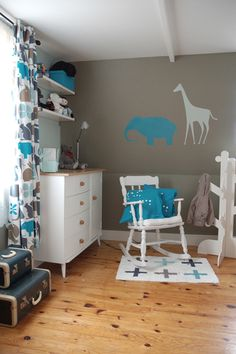 love the color scheme and the pop of blue