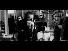 «Howlin'» de LITTLE BOB BLUES BASTARDS / 2e album pour la nouvelle formation du Havrais qui va bientôt fêter ses 70 ans. «Howlin'» est, comme d'hab avec Ptit Bob, un pur disque de blues et de rock'n'roll : ça fait 40 ans que ça dure et aussi longtemps qu'il pourra continuer, nul doute qu'il persistera, le bougre ! La voix de Roberto Piazza reste vraiment une valeur sûre, labellisée de surcroît «Made in Beurremandy» !