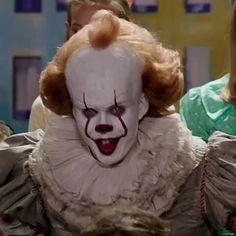"456 Me gusta, 13 comentarios - Min (@skarsgard_wolfhard11) en Instagram: ""Happy Halloween #pennywisetheclown #pennywise #it #itthemovie #loserclub #billskarsgård…"""