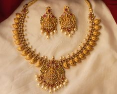 Breathtaking Antique Jewellery Designs You Can't Miss! Gold Temple Jewellery, Gold Wedding Jewelry, Gold Jewelry Simple, Bridal Jewelry, Beaded Jewelry, Jewelry Design Earrings, Gold Earrings Designs, Gold Designs, Necklace Designs