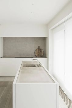 DRD Apartment by Vincent Van Duysen – Ode to Things Minimalist Kitchen Design, Architecture Bathroom, Minimalism Interior, House Design, Interior Design Kitchen, House Interior, Grey Kitchen Designs, Living Room Design Modern, Modern Minimalist House
