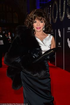 After returning to the theater for several years in the Joan Collins landed the role od Alexis Carrington Colby in the television soap opera Dynasty. Dame Joan Collins, Jackie Collins, Hollywood Glamour, Old Hollywood, Hollywood Style, Beautiful Gorgeous, Beautiful Women, Satin Gown, Nyc