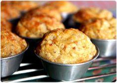 Queques de linguiça regional e queijo São Jorge, http://elvirabistrot.blogspot.pt/2010/10/queques-de-linguica-regional-e-queijo.html