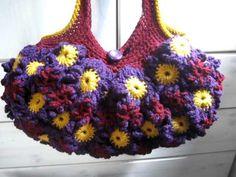 Crochet Flower Purse Purple and gold - http://www.knittingstory.eu/crochet-flower-purse-purple-and-gold/