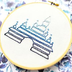 Hand Embroidery Patterns Free, Embroidery Flowers Pattern, Simple Embroidery, Hand Embroidery Stitches, Embroidery Hoop Art, Embroidery Ideas, Hungarian Embroidery, Embroidery Jewelry, Crewel Embroidery